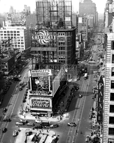 TIMES SQUARE IN NEW YORK CITY CIRCA 1935 - 8X10 PHOTO (DA-456)