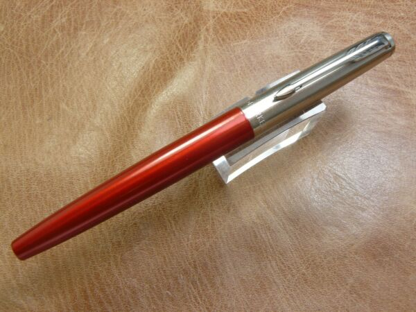 PARKER JOTTER FOUNTAIN PEN NEW MODEL KENSINGTON RED MEDIUM STEEL NIB