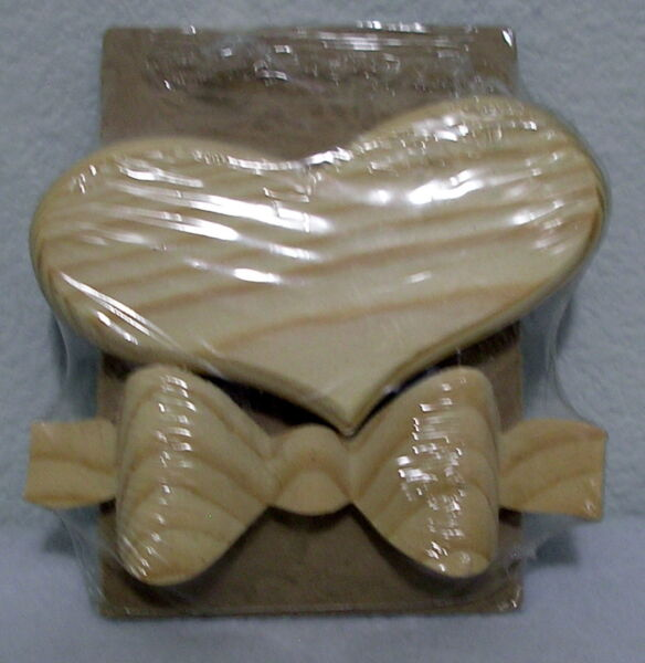 NEW Ready to paint WOOD PIECE DIMENSIONAL BOW AND HEART unfinished craft supply