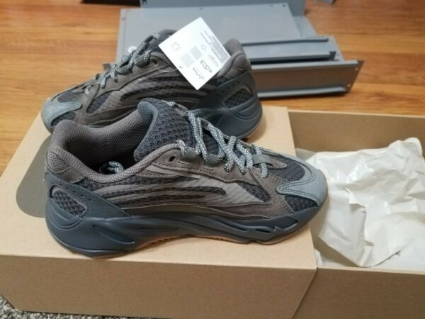 NEW Adidas Yeezy Boost 700 V2 Geode Sz 5.5 - Grey Kanye West. 100% Authentic.
