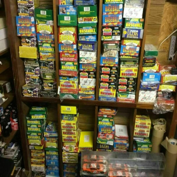 ESTATE LIQUIDATION- LOT OF NEW OLD VINTAGE UNOPENED NFL FOOTBALL CARDS IN PACKS