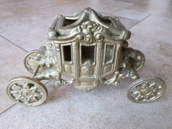 VINTAGE CAST IRON GOLD TONE CARRIAGE W LID LAMP? CANDLE HOLDER?
