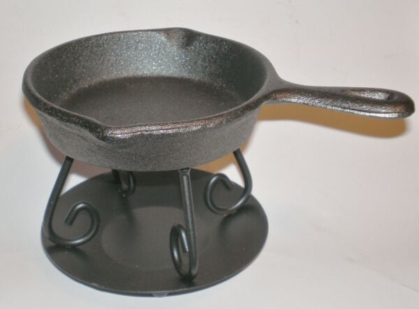 Rustic Cast Iron Skillet Tart Warmer Melter Country Home Decor Farmhouse Charm