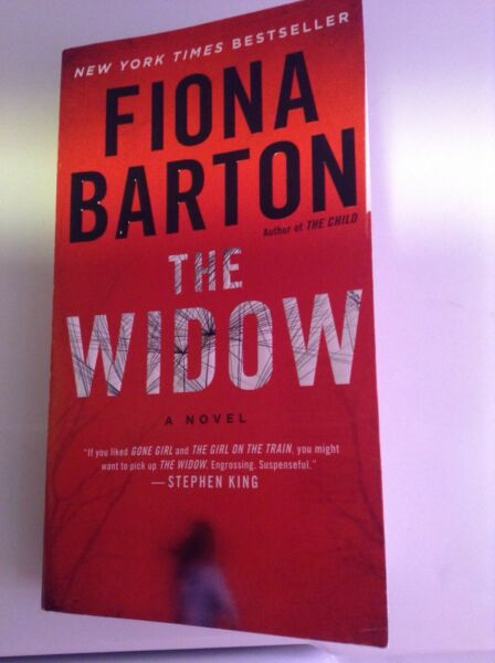 The Widow by Fiona Barton (2017) Paperback