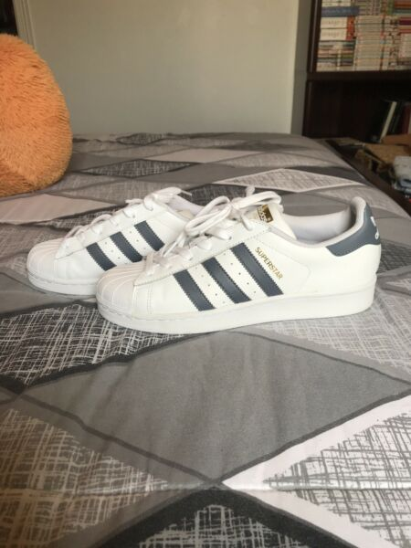 NEW Adidas Superstar Sneakers Size 8 - White/Grey/Gold