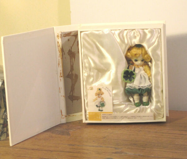 AI ball jointed doll Clover NRFB