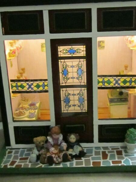 dollhouse roombox candy store many extras lighted too