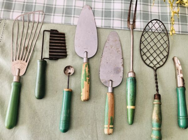 LOT OF 8 ANTIQUE KITCHEN GREEN amp; WHITE PAINTED WOOD amp; METAL UTENSILS EARLY 1900S