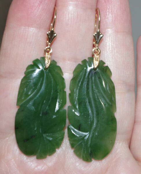 PRICED TO SELL 14K GREEN CARVED JADE JADEITE LARGE OVAL LEVERBACK EARRINGS AA