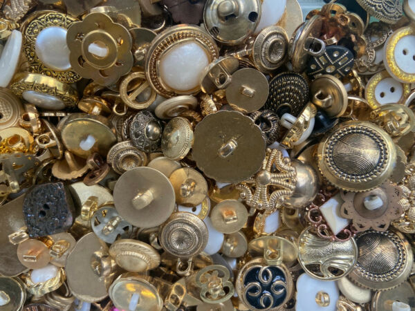 HOT MIXED LOT All Kinds Of GOLD amp; ANTIQUE GOLD Buttons All Sizes