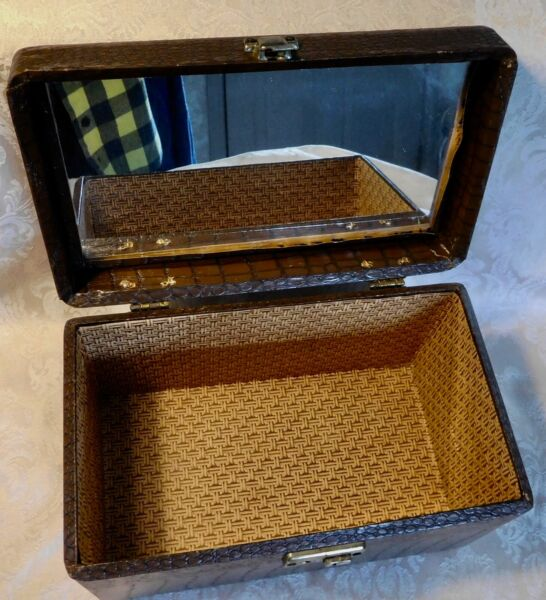 VINTAGE WOODEN BOX CHEST w HANDLE COVERED IN FAUX ? ALLIGATOR amp; MIRROR INSIDE