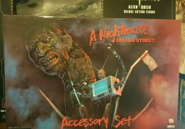 NECA A NIGHTMARE ON ELM STREET FREDDY DELUXE ACCESSORY SET