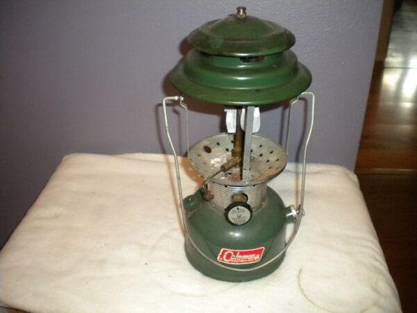 Coleman 2 Mantle Lantern Model 220F Dated 12 69 Sunshine of the Night $40.00