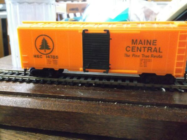 HO Train. 40 ft. Maine Central . Model Power . In Original Box . CleanCar $20.00
