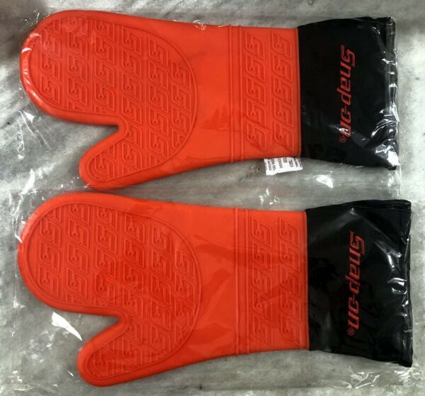 New Snap on Tools Red and Black Oven Mits with Logo Come as a Pair