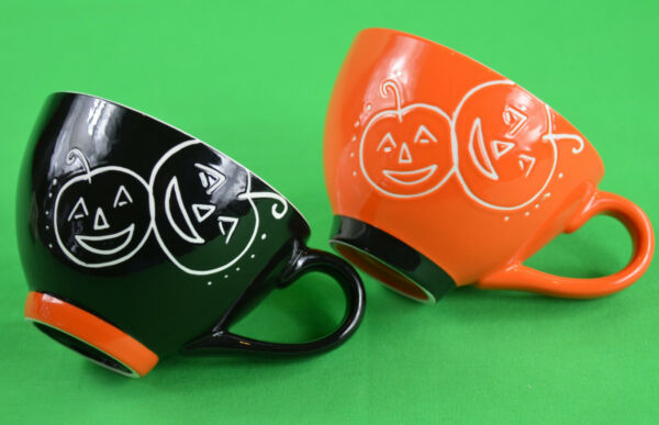 2 STARBUCKS COFFEE MUG CUP SET HALLOWEEN PUMPKIN 10oz 2007 FREE PRIORITY SHIP