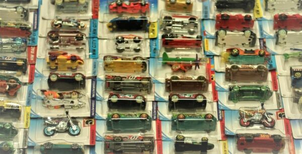HOT WHEELS, MIXED LOT OF 30 FREE SHIPPING LOT 5 !!!!