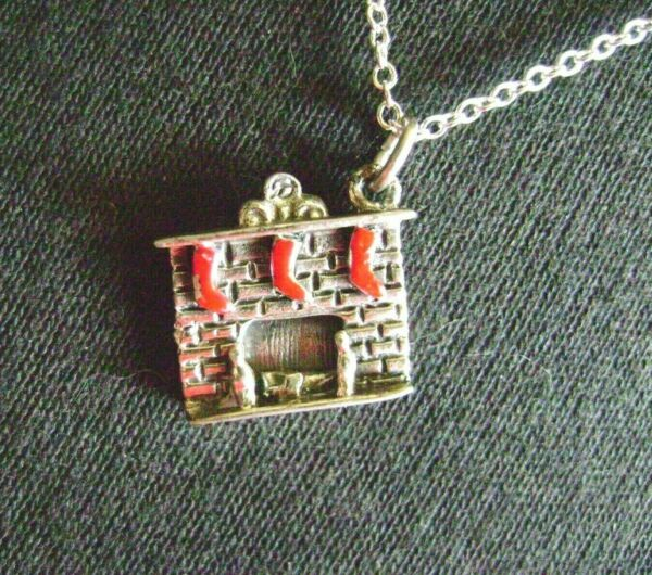 VINTAGE DANECRAFT.925 STERLING SILVER RED STOCKINGSFIREPLACE CHRISTMAS NECKLACE