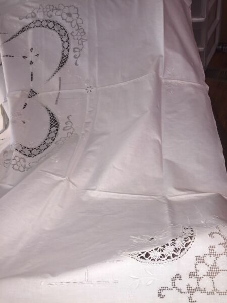 New Vintage Italian Lace Table Cloth & 12 Napkins