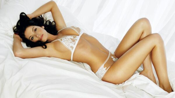 A Salma Hayek Sexy Pose In Bed With Underware 8x10 Picture Celebrity Print