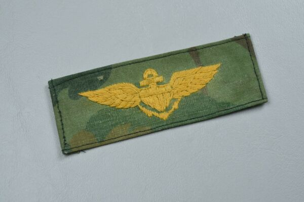 VIETNAM WAR U.S. MARINE CORPS EMBROIDERED PILOT#x27;S WING ON CAMO MATERIAL – IN COU