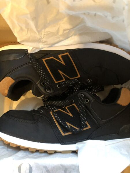 New Balance Classic Traditional Sneakers Size 6 GC574BK
