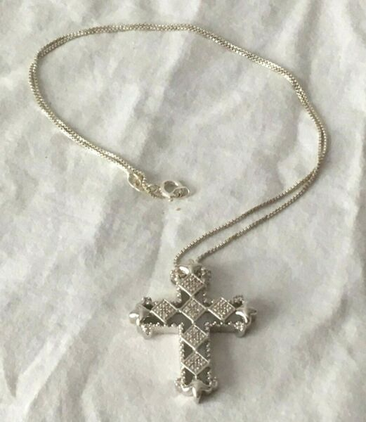 Heavy STERLING SILVER FILIGREE CROSS PENDANT NECKLACE 18 in. Italy 9g tested