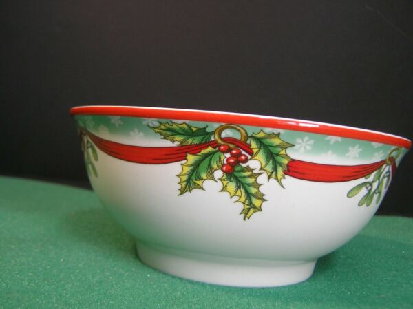 Spode Christmas Tree Bowl with Holiday Sentiment S3324