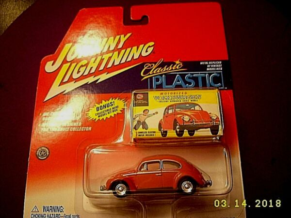 Johnny Lightning1966 VW VOLKSWAGEN BEETLE BUG ☆Red☆RRs CLASSIC PLASTIC CAR WBOX