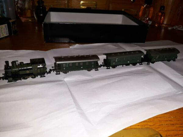 Trix N Gauge Train - Steam Locomotive + 3 Passenger Car Vagons green  nos