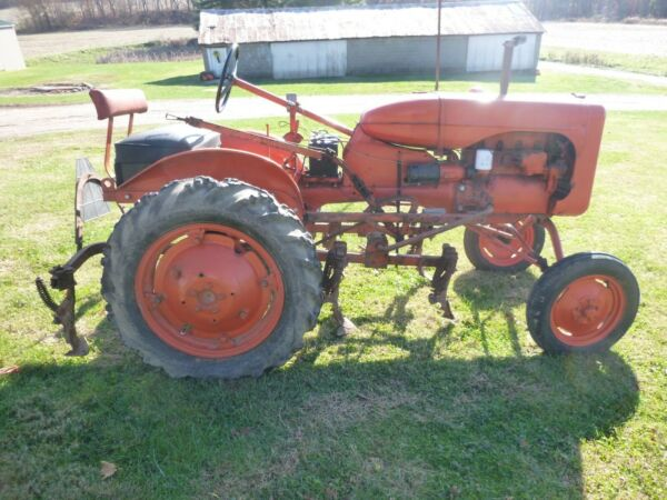 B-Allis Chalmers TRACTOR with Cultivators