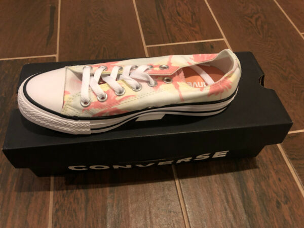 Womens Chuck taylors All Star Converse Size 7 White And Pink