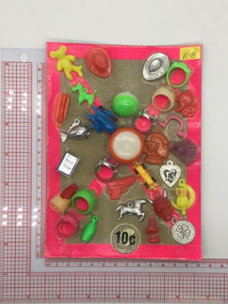 Plastic Toy and Charm Assortment Gumball Vintage Vending Display Card CD037 $27.50
