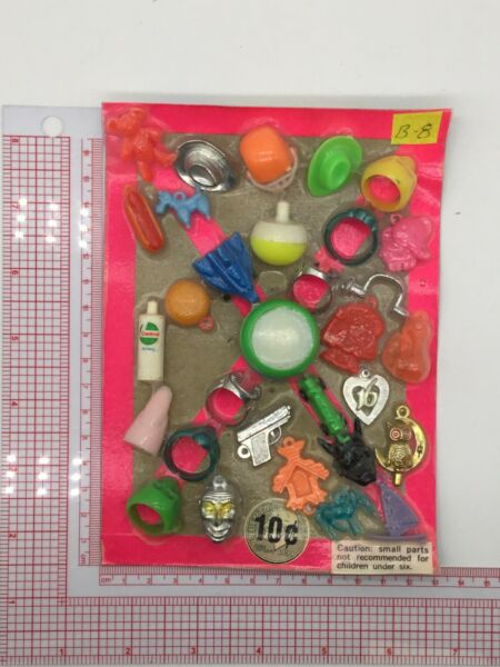 Plastic Toy and Charm Assortment Gumball Vintage Vending Display Card CD0311 $27.50