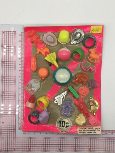 Plastic Toy and Charm Assortment Gumball Vintage Vending Display Card CD510 $27.50