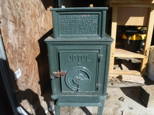 Jotul 118 Wood Stove with 28quot; firebox. Forest green $800.00