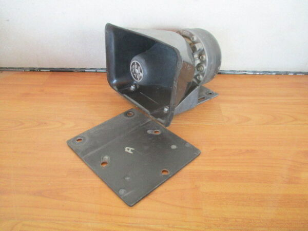 A FEDERAL SIGNAL TS 100 AMPLIFIER SPEAKER DRIVER MOUNTING PA CHP FIRE POLICE