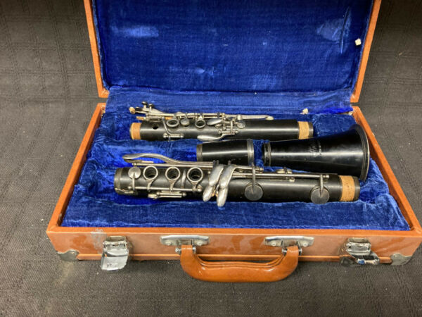 Heimer Clarinet w Case Sold as is