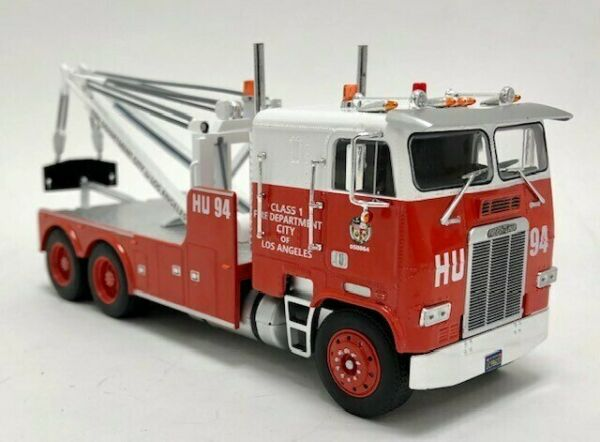 Iconic Replicas 1:43 Freightliner COE Heavy Duty Wrecker: Fire Department