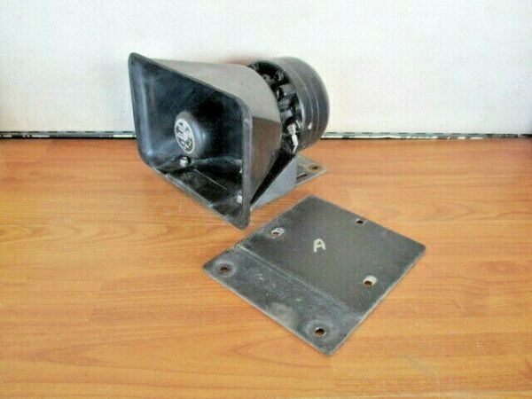 A FEDERAL SIGNAL TS 100 AMPLIFIER SPEAKER DRIVER MOUNTING BRACKET PA AMP MOUNT