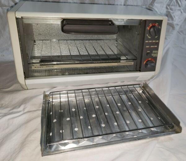 Black and Decker Toaster Oven TRO 400 TY5 Under Cabinet Spacemaker $129.99