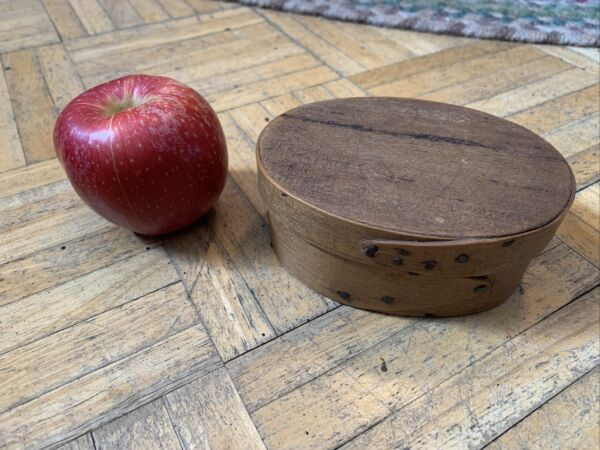 18th Century Sm Oval Pantry Box w Early Hand Cut Nails amp; PA Pinwheels on Lid