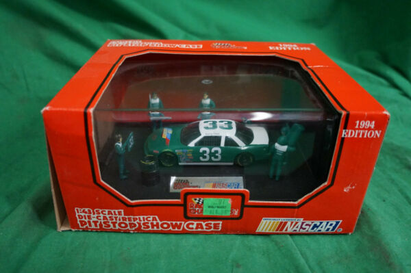 Nascar 1:43 Scaled Die Cast Pit Stop Show Case Harry Gant #33