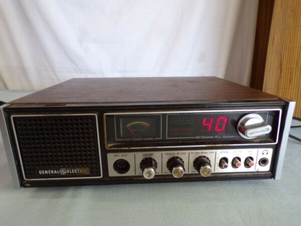 R Vintage General Electric 40 Channel CB Radio Base Station w Mic For Parts $65.00