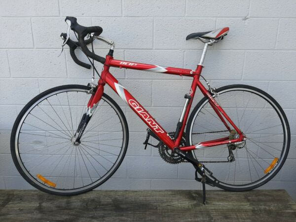 GIANT OCR 3 ROAD BIKE 24 SPEED GOOD CONDITIONRED $365.00