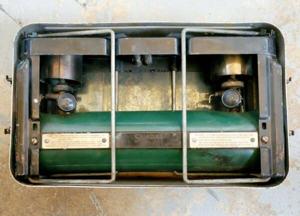 vintage COLEMAN 2 BURNER STOVE MODEL 523 NO DATE WWII ERA FREE SHIPPING IN US 48