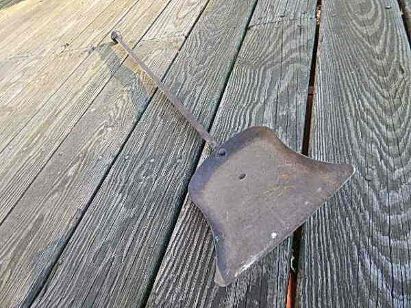 ANTIQUE 29 78 INCH  HAND FORGED WROUGHT IRON FIREPLACE SHOVEL INTERNATIONAL