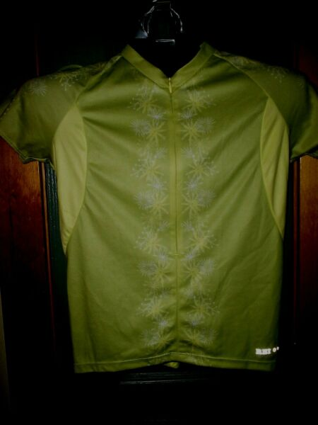 REI BIKE WEAR JERSEY WOMENS UNIQUE GREEN amp; YELLOW COLOR SIZE MED INCREDIBLE WOW $19.99