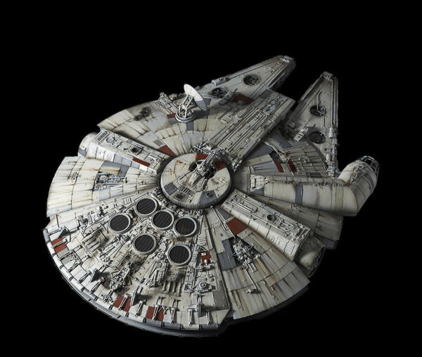 BANDAI 216384 Perfect Grade 172 Star Wars A New Hope Millennium Falcon KIT- NEW