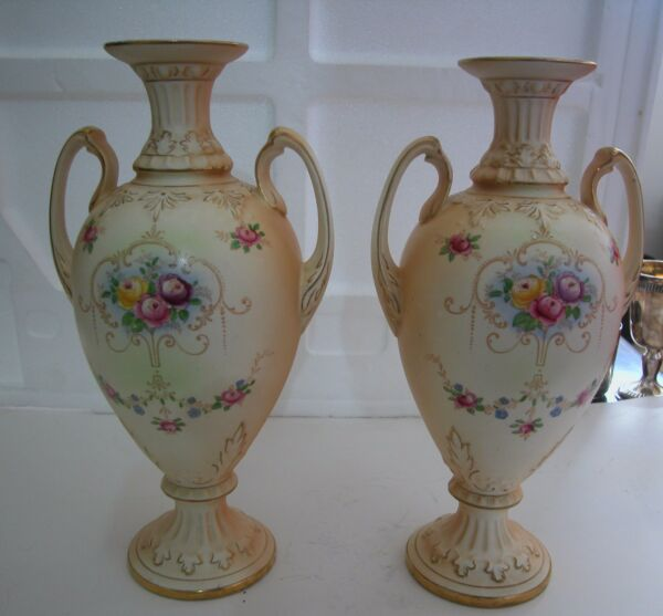 A FINE ANTIQUE PAIR OF VICTORIAN VASES PRODUCED BY CROWN CROWN DUCAL ENGLAND 12